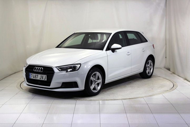 Audi A3 2.0 TDI CLEAN DIESEL ATTRACTION de segunda mano - Frontal lateral izquierdo