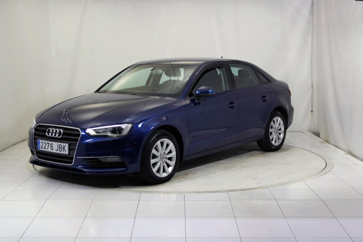 Audi A3 SEDAN 2.0 TDI ATTRACTED S-TRONIC AUTO de segunda mano - Frontal lateral izquierdo