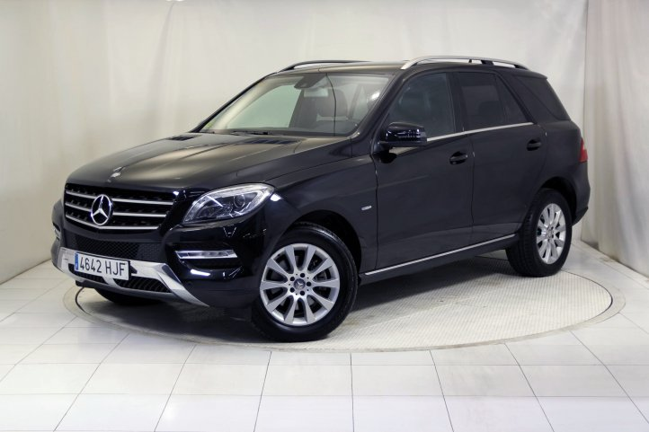 Mercedes-Benz Clase M ML 350 BLUETEC 4MATIC EDITION 1 4X4 AUTO de segunda mano - Frontal lateral izquierdo