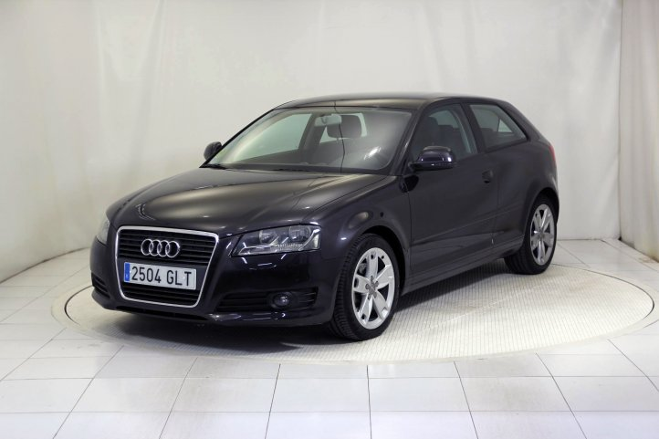 Audi A3 2.0 TDI 140 ATTRACTION S-TRONIC AUTO de segunda mano - Frontal lateral izquierdo