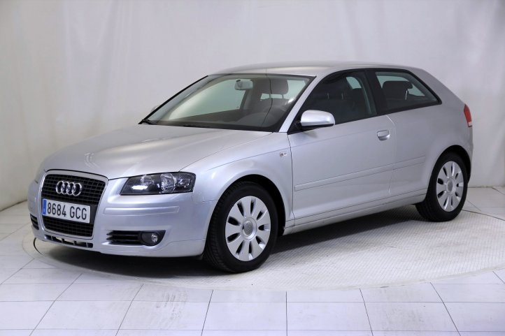Audi A3 1.9 TDI E ATTRACTION de segunda mano - Frontal lateral izquierdo