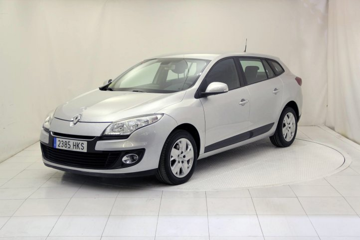 Renault Megane SPORTS TOURER 1.5 DCI BUSINESS de segunda mano - Frontal lateral izquierdo