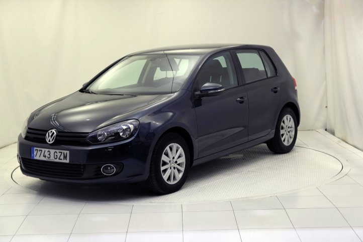 Volkswagen Golf 1.6 TDI 105 ADVANCE BLUEMOTION TECH de segunda mano - Frontal lateral izquierdo
