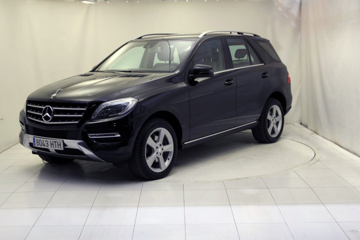 Mercedes-Benz Clase M ML 350 BLUETEC 4MATIC 5P de segunda mano - Frontal lateral izquierdo
