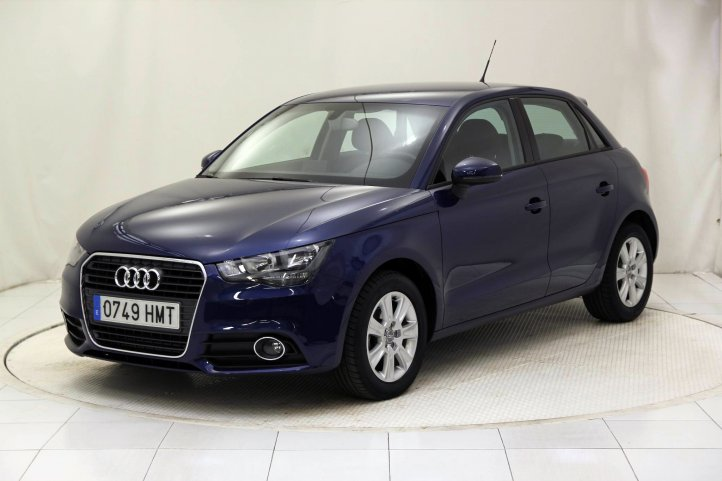Audi A1 SPORTBACK 1.6 TDI ATTRACTION 5P de segunda mano - Frontal lateral izquierdo