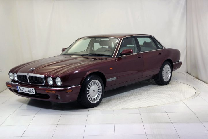 Jaguar Xj Series XJ XJ8 3.2 EXECUTIVE de segunda mano - Frontal lateral izquierdo