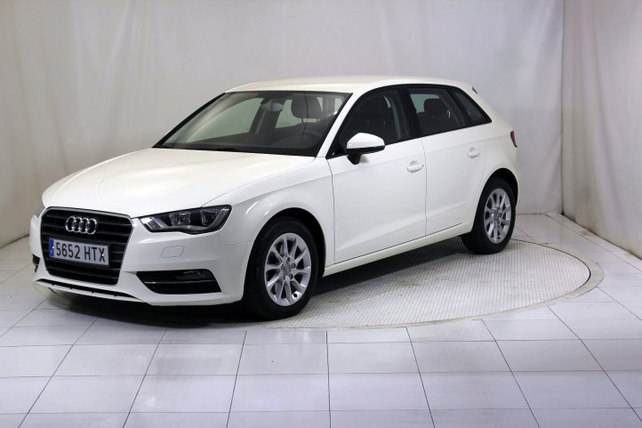 Audi A3 SPORTBACK 1.6 TDI ATTRACTION de segunda mano - Frontal lateral izquierdo