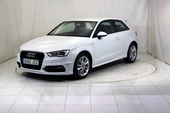 Audi A3 1.6 TDI CLEAN DIESEL ATTRACTION S-LINE de segunda mano - Frontal lateral izquierdo